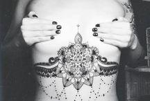 tatuajes bajo el busto