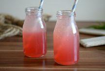 Leckere Drinks und Sirup ohne Alkohol