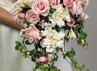 Wedding floral, cakes, and reception ideas / by Mart Nor
