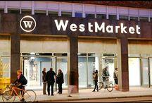 WestMarket åbner i København / Smagsløgene har været så heldig at blive inviteret til åbningsreception d.25.01.2017 på WestMarket, der ligger på Vesterbro. Jeg har planlagt, lige siden åbningsdagen blev offentliggjort, at jeg helt sikkert skulle besøge det. WestMarket er en kombination af streetfood/take-away, og klassisk madmarked der har fisk, spanske delikatesser og meget andet. Jeg havde nogle streetfood-steder på WestMarket, jeg så særligt frem til: Guilty, Ris8 og Duck It.