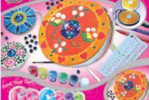 Seturi Kool and Kreative / Contribuie la dezvoltarea imaginatiei si dexteritatii celor mici prin seturile creative Kool and Kreative.