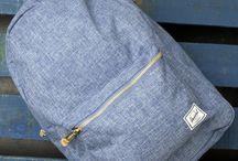 Rucksack und Handtasche
