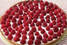 Pomysły na pyszne, owocowe ciasta / Lato to czas, w którym możemy cieszyć się soczystymi, smacznymi owocami. Możesz je wykorzystać, przygotowując słodkie wypieki. Zobacz!