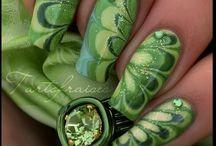 nails green & yellow