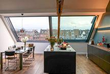 Küche mit viel Licht im Dachgeschoß