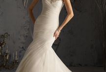 Mermaid Style / Accentuate your curves with our mermaid style wedding gowns.