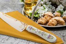 Japanese Flowers 2 / Minova Ceramic Jewel Knives(ミノバセラミックジュエルナイフ)は、人々が集うダイニングテーブルを華やかに演出する特別なファインセラミックナイフ&ケーキサーバー。日本原産の個性的な姿をした花々の流れるようなフォルムをアールヌーボーの優美な曲線で表現したオリエンタルなシリーズです。This is the series that represents the graceful curves of the Art Nouveau flowing  forms of flowers in the shape of a unique Japan original production.