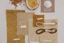 Strikkegarn - selvfarvet / Color yarn with grend and plants
