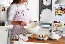 """Pentru cei înfometați 365 zile pe an / """"Laboratorul"""" experimentelor delicioase, bucătăria.  www.IKEA.ro/catalogul_IKEA_2014  / by IKEA Romania"""