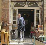 """La boutique """"Chez Lucas"""" / Le Brocanteur incontournable du Panier, à Marseille."""