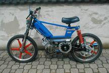 Mopeds and Fantasy / Un piccolo viaggio che libera l'anima , 50 cc to dream