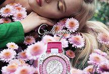 マーガレット / 魅力的なマーガレットの花は、クリスタルのフレームに色鮮やかに作られます。見事なマーガレットの花がきらびやかなクリスタルウォッチの上で優雅に踊る美しい光景を Galtiscopio は創り出します。ファッションの着回しにとって、とても魅力的なコレクションです。
