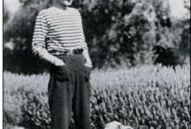Chanel do século XXI / Chanel era uma mulher além do seu tempo e hoje ela está vive entre nós através do seu estilo, arte e comportamento. Nesse mural você encontraram uma Chanel de ontem, de hoje e pensarão nela amanhã