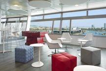 Projects: Avis Budget Group / En Avis creamos un espacio de trabajo idílico frente al mar con un mobiliario en sintonía con esta filosofía: zonas comunes, sillas ergonómicas, amplitud de espacios, originalidad de puestos operativos y separadores fonoabsorbentes.