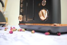 Accents Rose Gold 4 Slice Toaster / Rose Gold is the colour of the style conscious. We bring you this style so you can breathe life, personality and warmth into your everyday with our Accents Rose Gold collection of toasters and matching kettles.