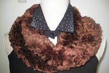 Elegance Knitting Ruffle Scarf Glitz Brown