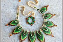 colliers et objets en perle