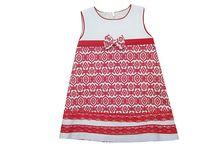 """""""Me gusta el rojo"""". Colección primavera-verano. / Colección de vestidos para bebes y niñas con estampado y puntillas en rojo."""