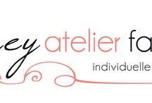 Samey Atelier Farbstil / Logo