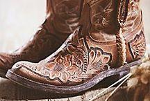 Nice Boots / Un peu, beaucoup, à la folie.............
