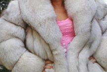 fur 2 / immagini di donne in pelliccia