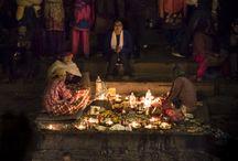 Cremation and Puja at Pashupatinath - Kathmandu, Nepal / (c) Miikka Järvinen, 2014 https://miikkajarvinen.com/2016/08/17/cremation-and-puja-at-pashupatinath-kathmandu-nepal/