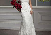 Romantická čipka ... pre dokonalé ženské krivky / Milé nevesty! Predstavujeme Vám nový model svadobných šiat. Jednoduchý strih, romantická čipka, dlhá vlečka ... pre dokonalé ženské krivky.