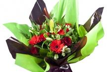 Bouquets de fleurs / Retrouvez ici les compositions florales disponibles à l'achat sur notre site web. Livraison gratuite en 24h. / by Des Fleurs Pour Tous