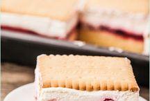 Blechkuchen mit Beeren