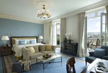Rooms / Surrounded by a secluded garden, the 54 spacious rooms and 27 luxurious suites – largest among Paris' luxury hotels – offer guests the chance to enjoy an exclusive home in a uniquely Parisian setting.
