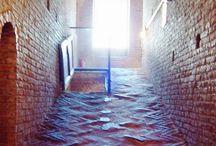 """Castello Estense / L'invasione sarà mercoledì 24 aprile alle ore 10:30 L'incontro sarà in Piazza Castello dove gli """"invasori"""" saranno accolti da una guida specializzata che poi li accompagnerà all'interno del Castello per una visita guidata gratuita ed esclusiva. Invasore: TurismoFerrara"""
