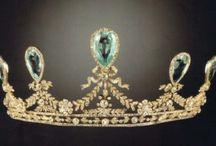 tiaror och smycken