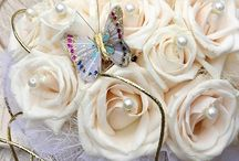White Wedding Bouquets / Beautiful Bridal Bouquets in Classic White colors