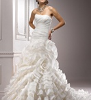 MyFairWeddingDress / by Monica Alise