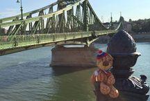 Будапешт / Игрушки путешествуют по Венгрии.