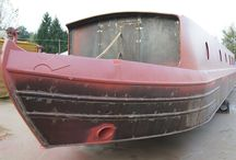 Canal Boat Widebeam in Red Oxide Primer / This shows the process of applying red oxide primer to the shell of a widebeam or narrowboat.