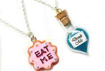 Eat me + drink me / Alice in wonderland