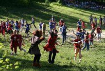Il Parco delle Fiabe / Sulle roccie millenarie del feudo del Castello di Gropparello c'è un bosco dall'atmosfera magica e fuori dal tempo, dove è stato creato il Parco delle Fiabe, il primo parco emotivo d'Italia