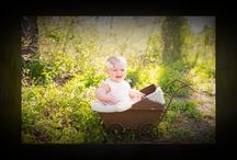 Milky Monkey Photography Natural Light Portraits / Beautiful lighting, family poses, and outdoor family portrait fun