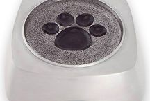 Beautiful Pet Urns / As a cherished part of your day-to-day life, a pet can be your best friend, a trusted companion, and even an extension of your family. This means that the passing of a pet can be an incredibly difficult experience.