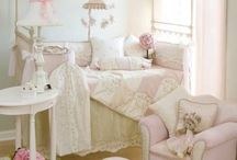 Girls Shabby Chic bedroom / Decoration and Inspiration for a girls pretty, shabby chic, vintage inspired bedroom. Including some DIY ideas.