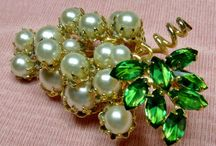 Brooch ~ GRAPES ~ Vintage