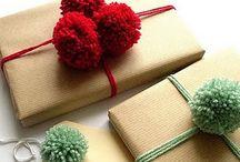 Pompoms gift wrap