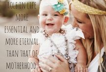 Moms are amazing women / Celebrating motherhood and all the reason we love our moms!
