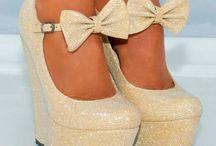 Bílé boty na podpatku