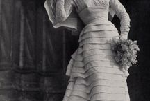 Vintage Wedding Gowns / Gorgeous and delicate vintage wedding gowns.