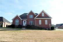 Diamonds Keep ~ Trinity / Trinity, NC ~ Great community in a great location. Located in Diamonds Keep subdivision with low HOA dues and Wheatmore School District, NC. Building a new home will be a fantastic experience in the lovely neighborhood of Diamonds Keep! Call us today at 336-804-8169 to find out how to make one of these lovely homes yours this year! Email us at earlaclark@earlaclark1.com