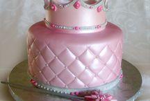 Recipes: Cakes / by Joan Redmon