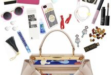 What's in my bag? / A peek inside my bag, your bag, her bag / by Clara DV
