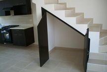 Bajo escaleras